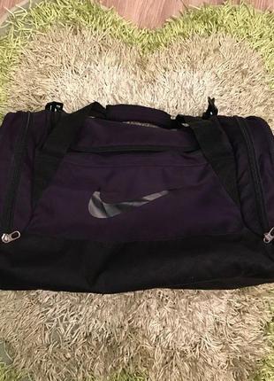 Дорожная сумка от фирмы nike
