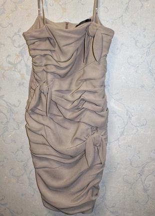 Платье на тонких брителях с драпировкой