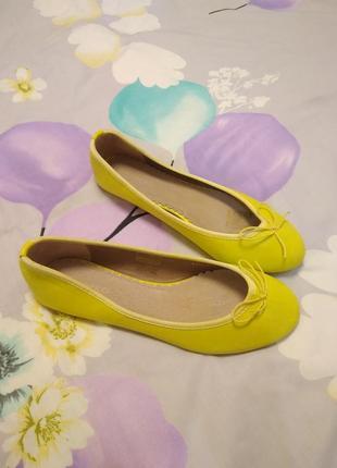 Туфли лодочки лимонного цвета