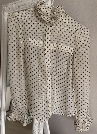 Роскошная рубашка блузка с рюшами на воротнике и манжетах