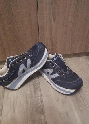 Удобные и стильные кроссовки