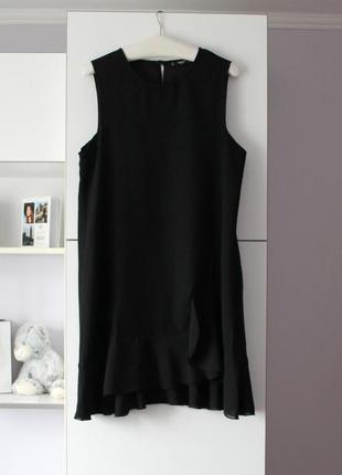 Красивое черное платье с рюшей внизу от mango