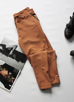 Красивые брюки чиносы коричневые зауженные 14 хл