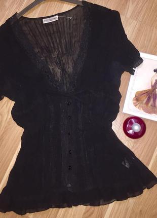 Чёрная воздушная гофрированная блузка с кружевом