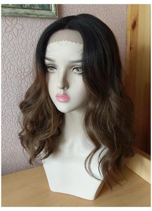 Новый волнистый парик на сетке средней длинны омбре черный/натуральный шатен