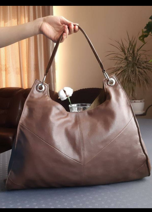 Кожаная красивая коричневая вместительная сумка фирмы love label