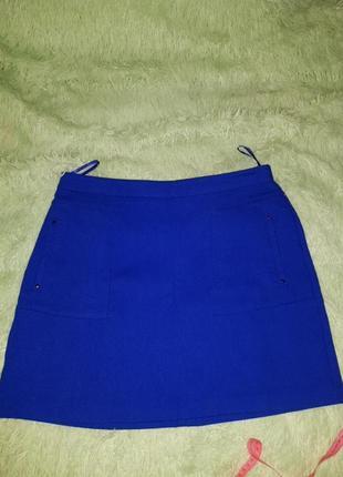Ярко синяя мини юбка