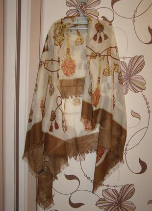 Большой платок, шарф, палантин hallhuber