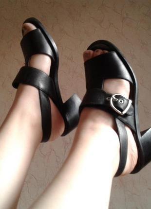 Черные кожаные босоножки чорні шкіряні босоніжки