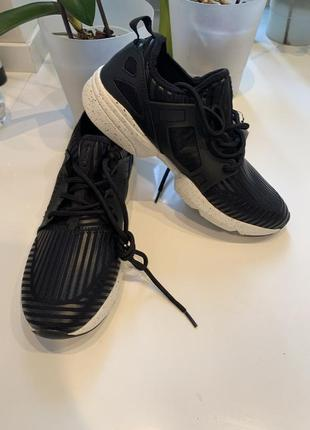 Новые фирменные кроссовки для фитнеса