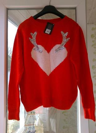 Сочный ,мягкий свитер сердечко с пайетками.размер 44-46.