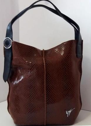 Женская сумка из натуральной кожи с логотипом коричневая