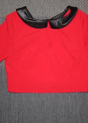 Укороченная блузка с кожаным воротником