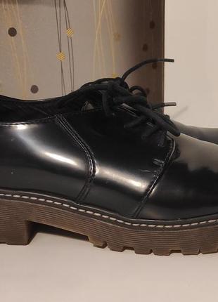 Черные женские туфли bershka