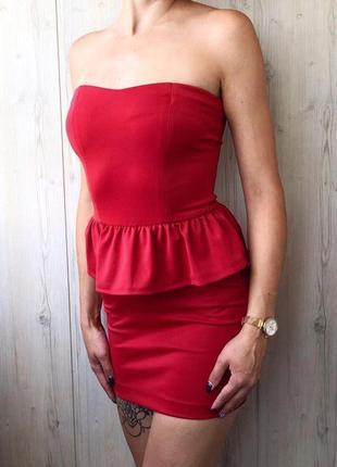 Красное секси платье бандо с баской