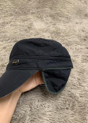 Черная утепленная мужская кепка с ушками