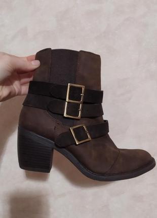 Кожаные ботинки челси казаки, с ремешками, нубук, hush puppies, 37 р