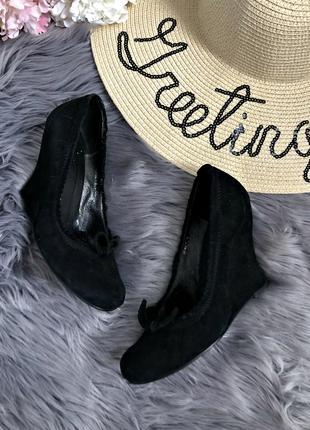 Фирменные качественные замшевые туфли