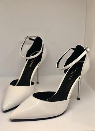Белые лаковые туфли pleaser 41р