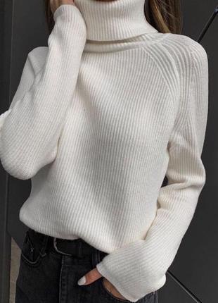 Вязаный свитер под горло есть цвета
