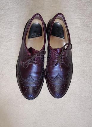 Добротные кожаные фирменные туфли