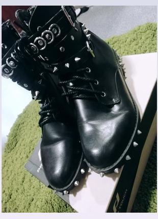 Ботинки кожаные с шипами