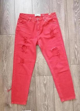 Рваные джинсы mom от house