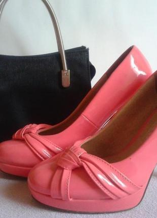 Лаковые туфли-лодочки на шпильке