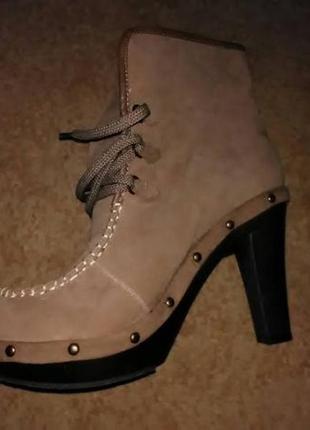 Бежевые ботинки из замши новые р. 40