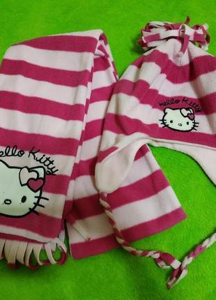 Флисовый комплект шапка и шарф китти на возраст 7-10 лет.