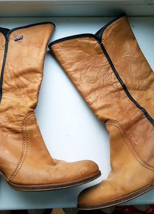 Кожаные фирменные сапоги козаки коричневого цвета