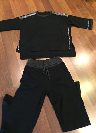 Чёрный шерстяной костюм со стразами