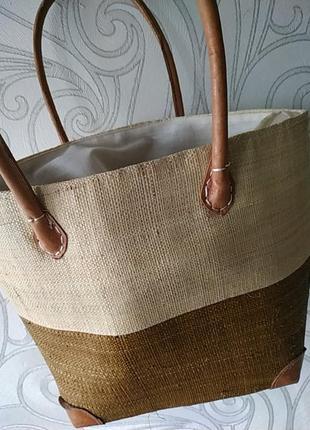 Cоломенная трендовая сумка с кожаными ручками