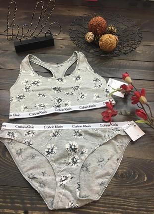 Эластичный серый комплект нижнего белья с цветочным принтом от calvin klein