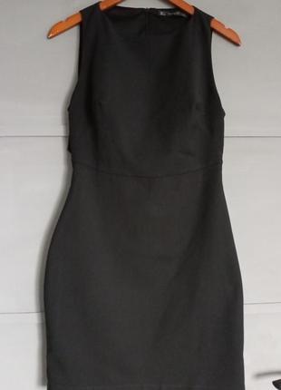 Маленькое чёрное платье. платье футляр . открытая спина . зара