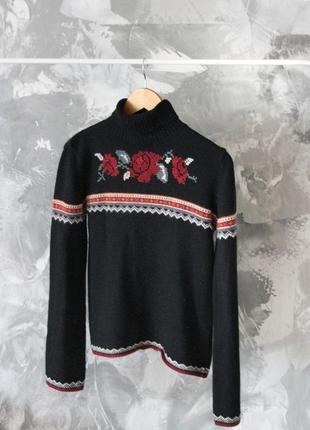 Теплый свитер с вышивкой под горло  🌹