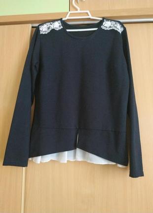 Кофточка темно синяя с украшением на плечах