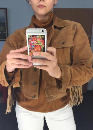 Укорочённая замшевая куртка с бахромой