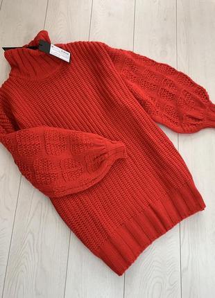 Красный теплый свитер