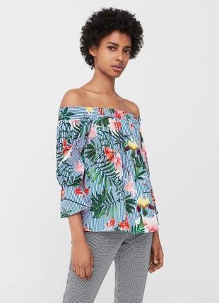 Полосатая блузка в цветы с приспущенными плечами