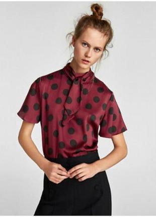 Красивая стильная атласная блуза в горох zara