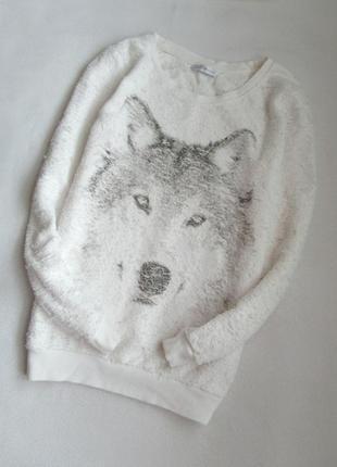 Белоснежная кофта с принтом волка