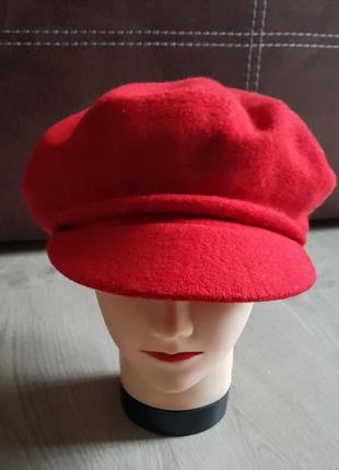 Классная кепка берет с козырьком красный шерсть