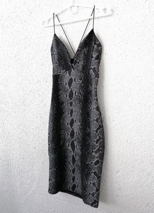 Шикарное платье миди в змеиный принт