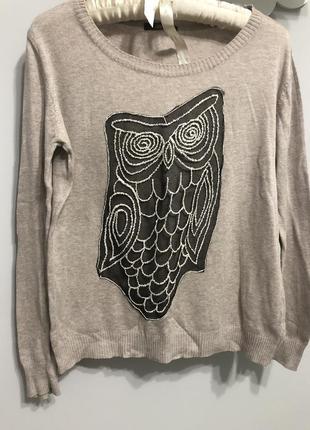 Милый бежевый свитер с совушкой