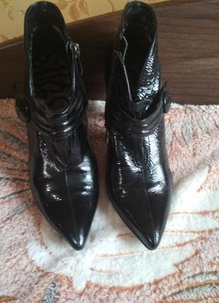 Лаковые ботинки