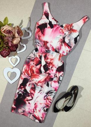 Шикарное брендовое платье по фигуре.