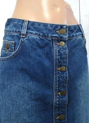 Крутая джинсовая юбка на пуговицах, болтах
