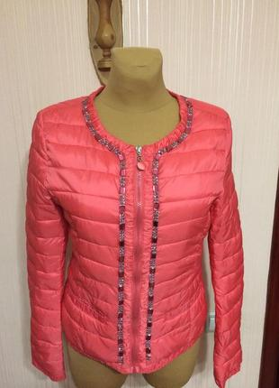 Стильная куртка с декором из камней и стразов