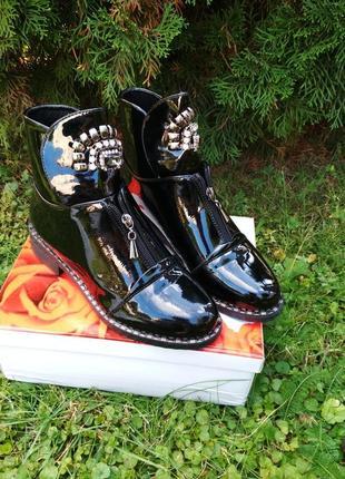 Новые лаковые ботинки черные демисезонные осенние весенние ботильоны сапоги полусапожки